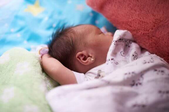 新生児の香りの源 新生児の匂い