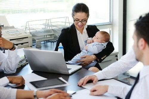 職場に復帰するかどうか 産休後  職場復帰 アドバイス