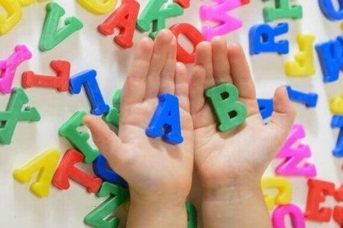 子どもの言語習得を促す5つの行動:子どものお手本になろう