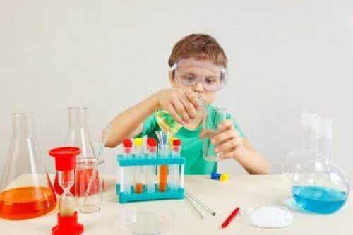 夏休みは子どもと一緒にできる科学実験をやってみよう!