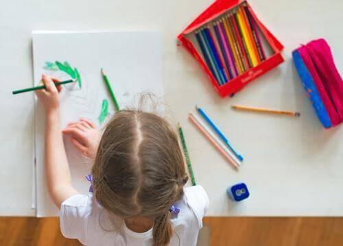 子どもの 勉強机 を用意するアイデア