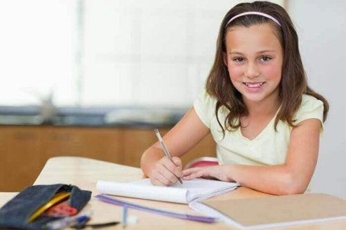子どもの 勉強机 を用意する
