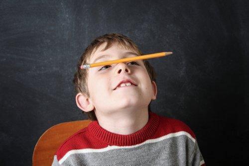 落ち着きのない子ども 常同症 子ども