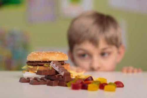 小児肥満を防ぐための4つのアドバイス:今日から変化を!