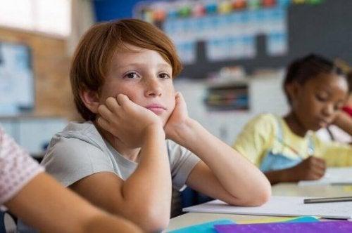 尊敬しない 子ども 教師