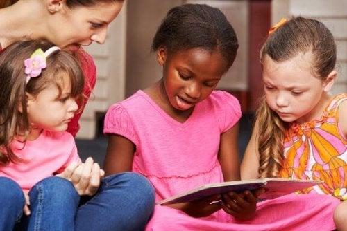読み書きの教育方法の違いについて:読み書き教育の学習段階