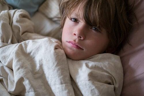 ベッドの中の 子ども 悪夢