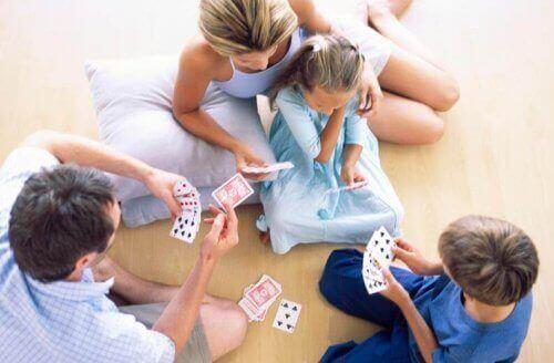 家族で遊ぶ 家族 愛情