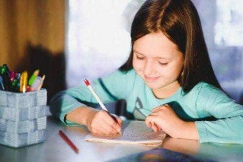 子どもの筆記を上達させるための5つの方法を見てみよう
