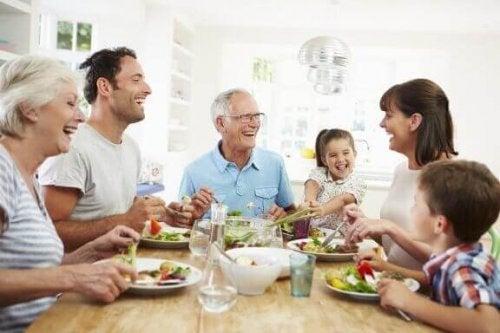あなたは愛を伝えてますか?家族への愛情を示す7つの方法