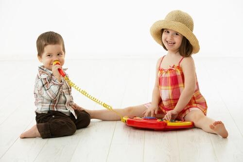 電話で遊ぶ子ども 音韻意識 子ども