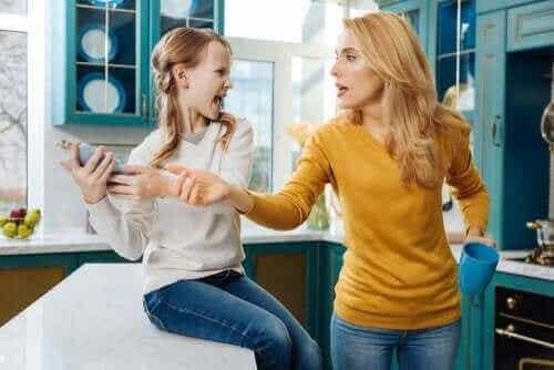 親は子供のソーシャルメディアをチェックしてもいいの?