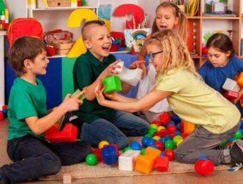社会性を子どもに教える:自尊心と積極性について