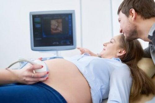 子宮内胎児発育遅延について:その種類と診断方法