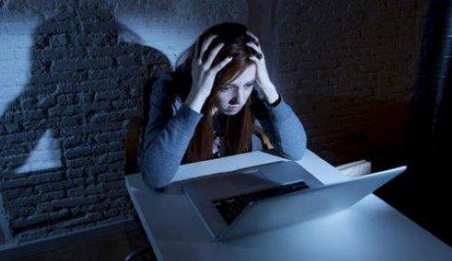 ネットいじめ 問題:法的に犯罪行為とは?