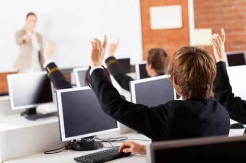 授業で使える新しいテクノロジー:取り入れる意味とは?