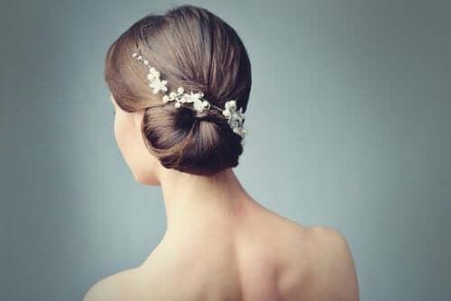 ブライダル・ヘッドピース :花を使った飾り