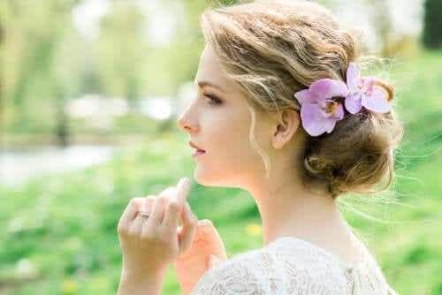 ブライダル・ヘッドピース:花をあしらえた髪飾り