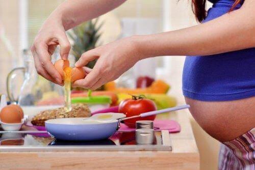 妊娠の栄養ガイドとは?妊娠中に気を付けたいこと