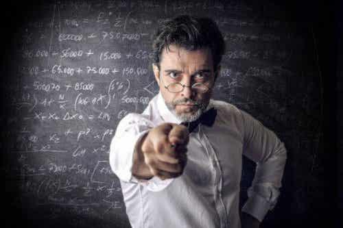 質の悪い先生に共通する一般的な特徴について見てみよう