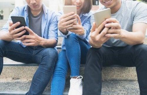 若者が使う新しい言葉について:言葉は常に変化している!