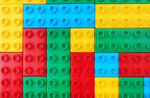 おもちゃのブロック:学校での教育に利用する方法とは?