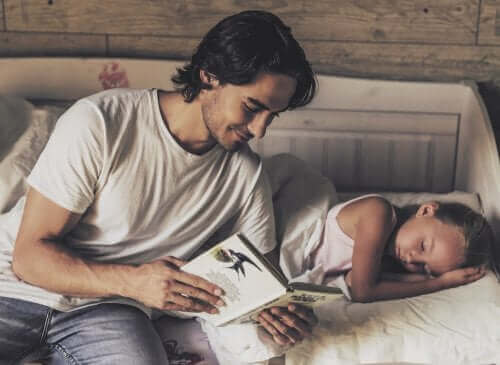 子どもに絵本の読み聞かせを始めるタイミングって?