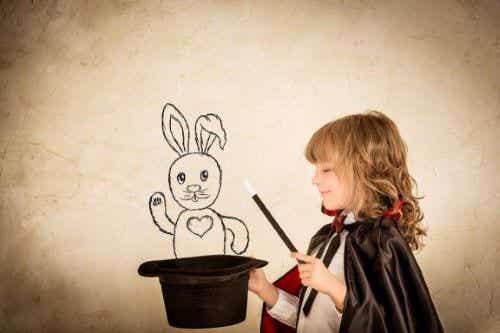 子どもが楽しめる4つのマジックトリックを見てみよう