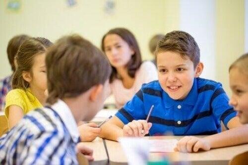 授業中 しゃべり過ぎる 子どもはどうしたらいい?