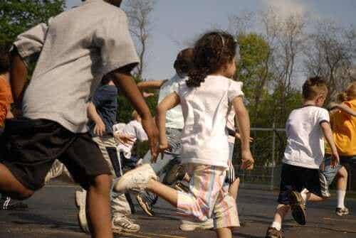 罰として学校の休み時間を無しにするのは違法?子どもの権利について