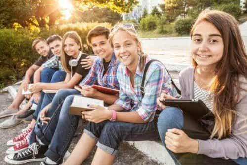 なぜ青少年はまわりの影響を受けやすいのだろう?
