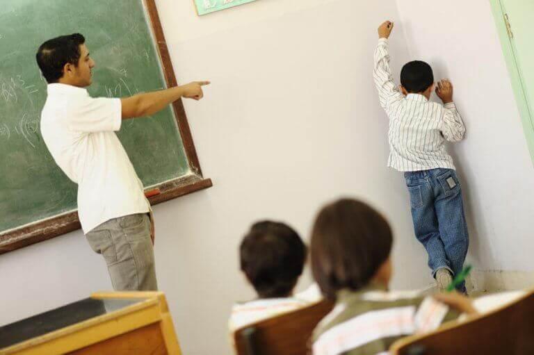 クラス 罰