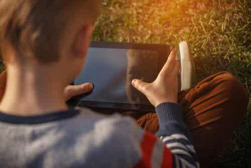 ネット上の子どもの安全を守るためにできることって?