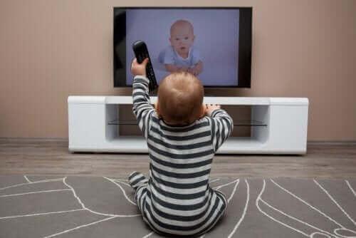スクリーン利用時間 が長過ぎ:子どもに与える影響とは?