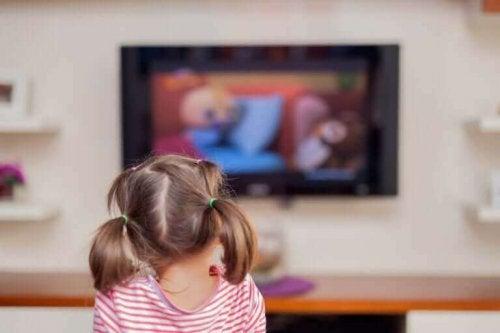 スクリーン利用時間 が長過ぎ:子どもに与える悪影響について