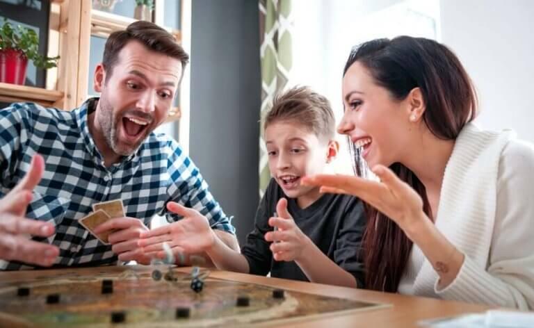 外出規制中にピッタリのボードゲーム&カードゲーム!