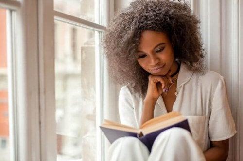 外出自粛中こそ本を読もう!読書をすることの大切さ