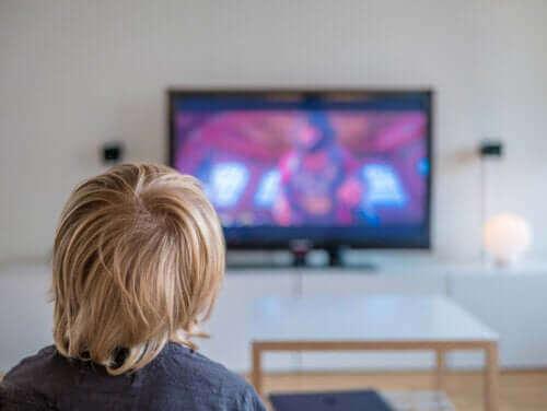 スクリーン時間 が子どもの目に与える悪影響とは?