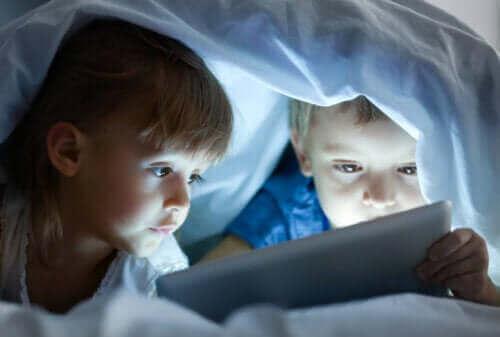 スクリーン時間 が子どもに与える悪影響