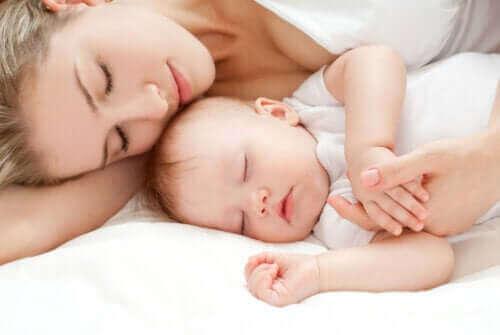 出産後に起こる新米ママの 睡眠 不足