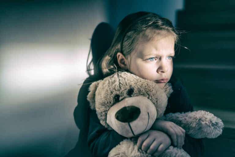 【愛情不足を示す5つの兆候】子どもの将来への悪影響とは?