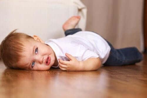 子どもが かんしゃく を起こす時の合図とは?