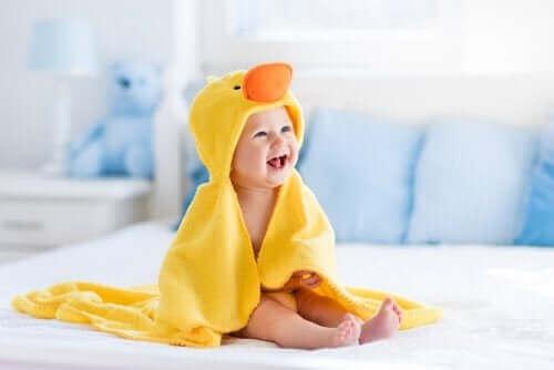 【赤ちゃんの成長】生後1年間に見られる発達について