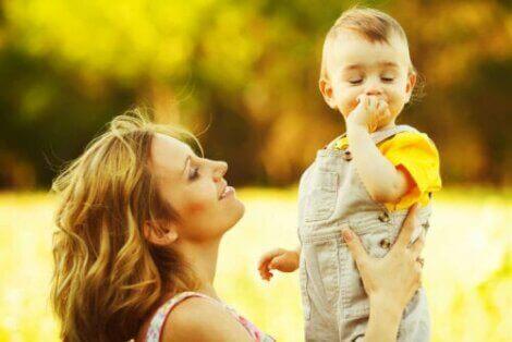 【赤ちゃんの成長】生後7・8か月に見られる発達段階