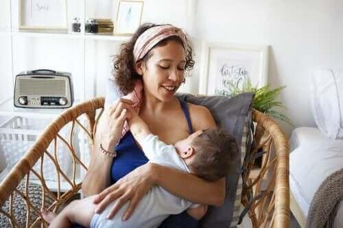 【授乳期ママ必見!】実用的な 授乳服