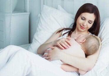 【授乳期ママ必見!】実用的なおしゃれママの授乳服
