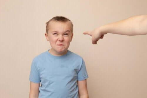 【人を 侮蔑 する子ども】効果的に行動を直す方法について