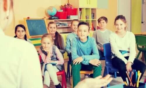 授業中 教室 子ども 感情