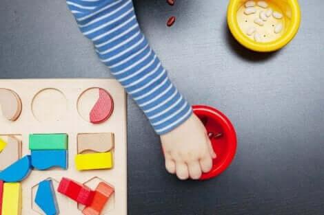 モンテッソーリ ・ボード 子どもの能力を伸ばす おもちゃ