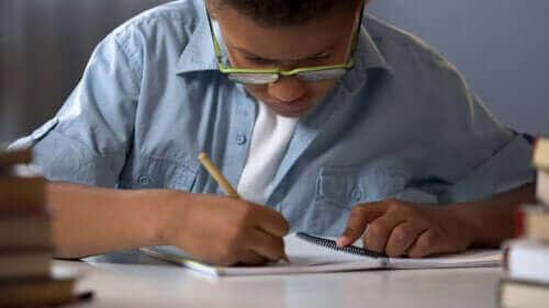 【家族でゲーム】紙と鉛筆だけで楽しめる7つの遊び